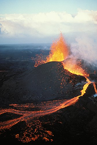 Posterazzi Big Island Hawaii Volcanoes National Park Kilauea Pu'u O'o Eruption Fountaining Action Poster Print, (11 x 17)