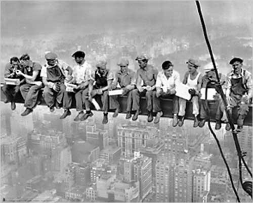 New York Lunch atop a Skyscraper Photograph Taken in 1932 by Charles C. Ebbets Print Poster (20 x 16)